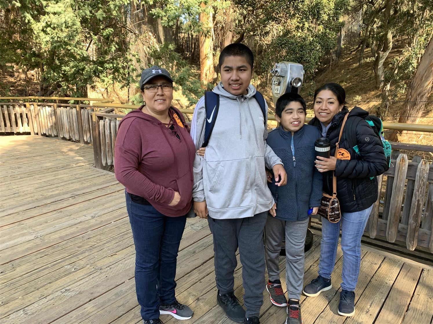 Students visit the Oakland zoo